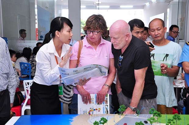VN needs to simplify property laws for foreigners hinh anh 1