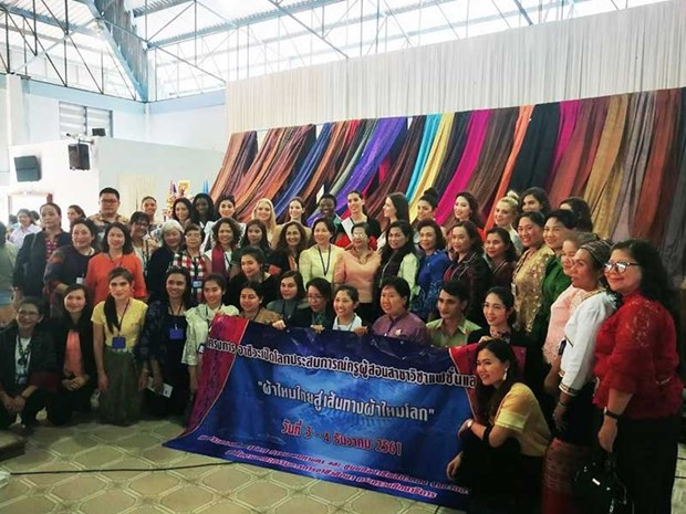 World's leading designers learn to weave Thai silk hinh anh 1
