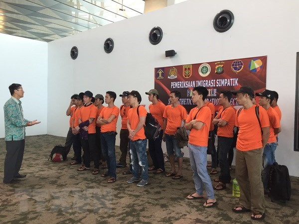 Indonesia returns more Vietnamese fishermen hinh anh 1