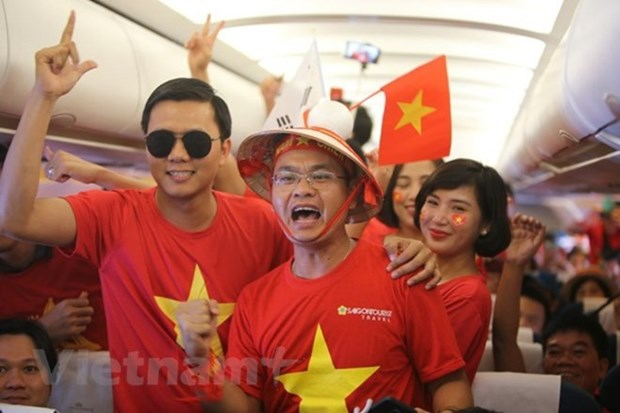 Vietnam Airlines to add flights to Malaysia to serve football fans hinh anh 1