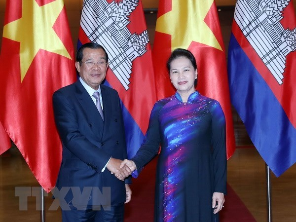 NA Chairwoman welcomes Cambodian PM in Hanoi hinh anh 1