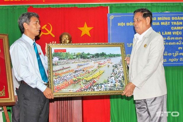 Cambodian Front delegation visits Mekong Delta province hinh anh 1