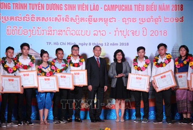Outstanding Lao, Cambodian students in HCM City honoured hinh anh 1