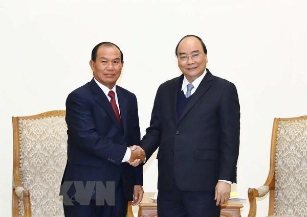 PM Nguyen Xuan Phuc receives Lao Justice Minister Xaysy Santivong hinh anh 1