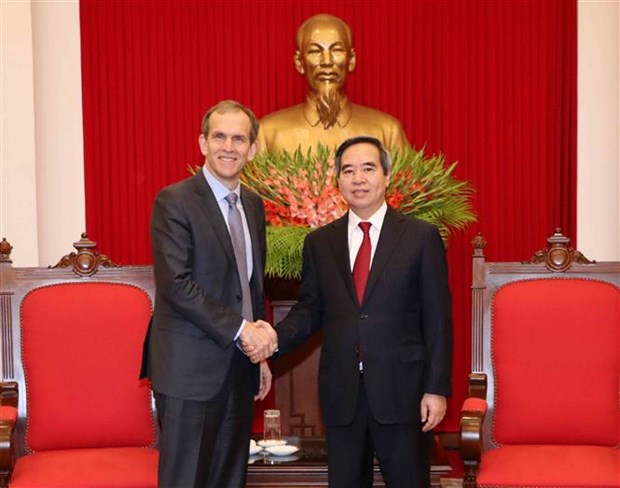 Vietnam vows best conditions for Google: official hinh anh 1