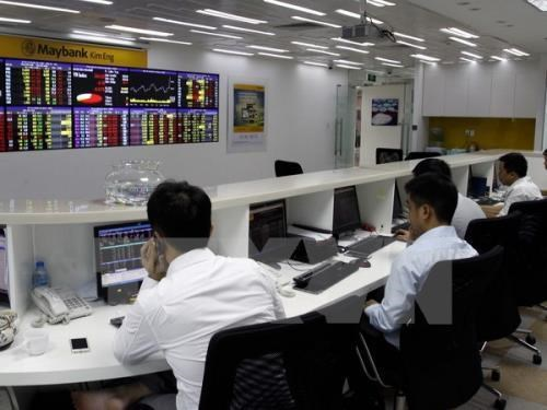 VN-Index dragged down by banking stocks hinh anh 1