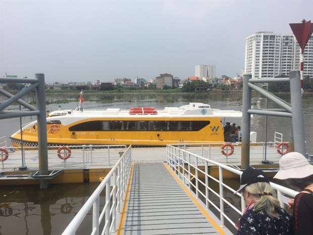 Water-bus services prove popular in HCM City hinh anh 1