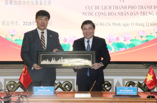 HCM City, China's Chengdu boost trade, tourism links hinh anh 1