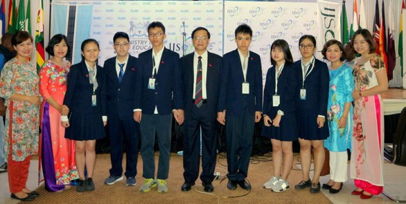 Vietnamese students win high prizes at Int'l Junior Science Olympiad hinh anh 1