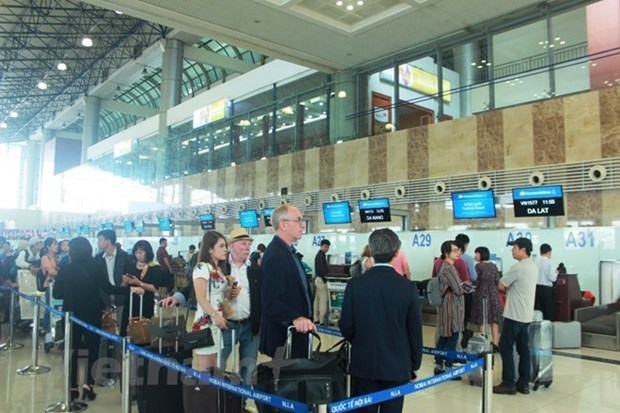 Passengers going through Vietnamese airports exceed 100 million hinh anh 1