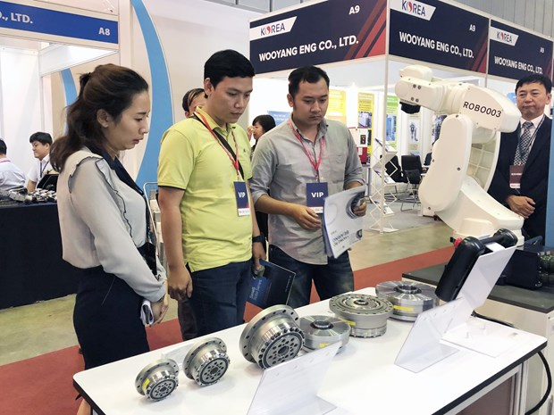 Industrial equipment displayed at first-ever fairs in HCM City hinh anh 1