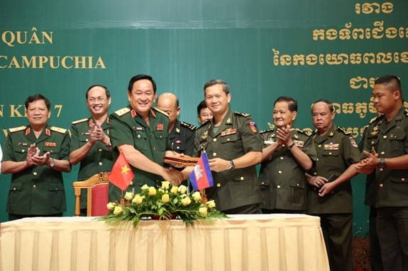 Vietnam, Cambodia step up cooperation in safeguarding border hinh anh 1