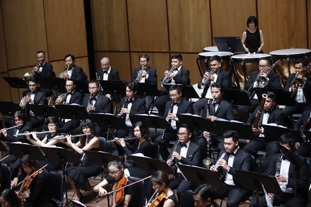 Greek conductor to perform at Christmas concert in HCM City hinh anh 1
