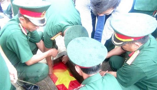 Remains of 30 voluntary soldiers reburied in Dien Bien hinh anh 1
