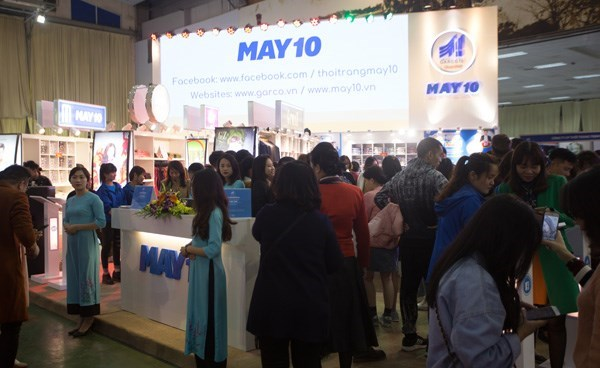 Vietnam International Fashion Fair 2018 opens in Hanoi hinh anh 1