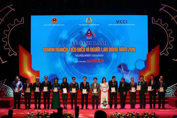 Sixty standout enterprises for labourers honoured hinh anh 1