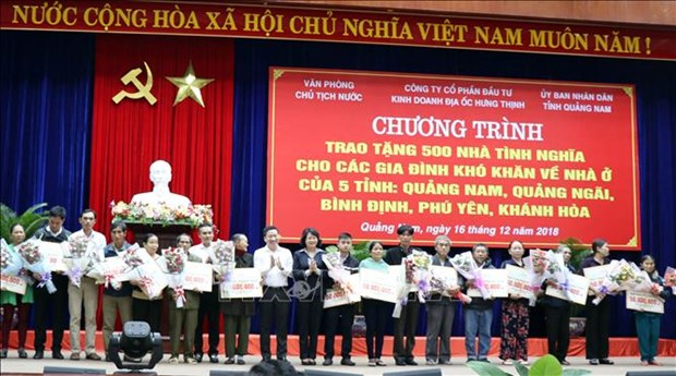 500 poor families financially helped to build new houses hinh anh 1