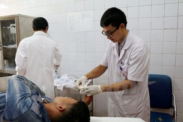 More young doctors volunteer to work in disadvantaged areas hinh anh 1