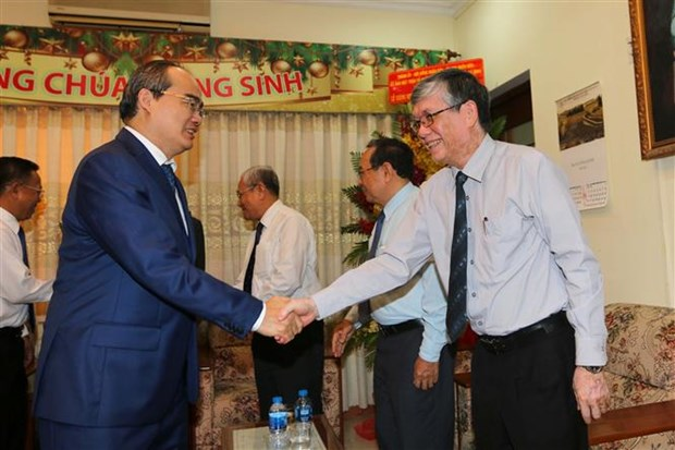 HCM City, An Giang leaders visit Evangelical churches ahead of Christmas hinh anh 1