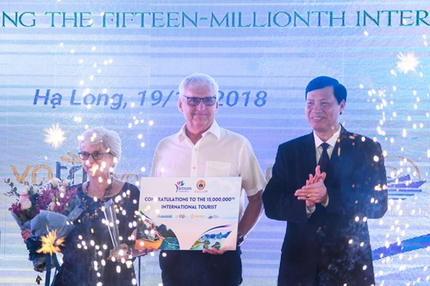 Quang Ninh hosts 15 millionth foreign tourist to Vietnam hinh anh 1