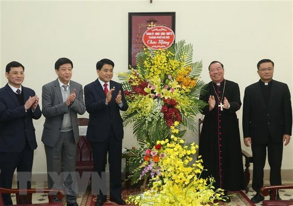 Hanoi leaders convey Christmas greetings to local Catholics hinh anh 1