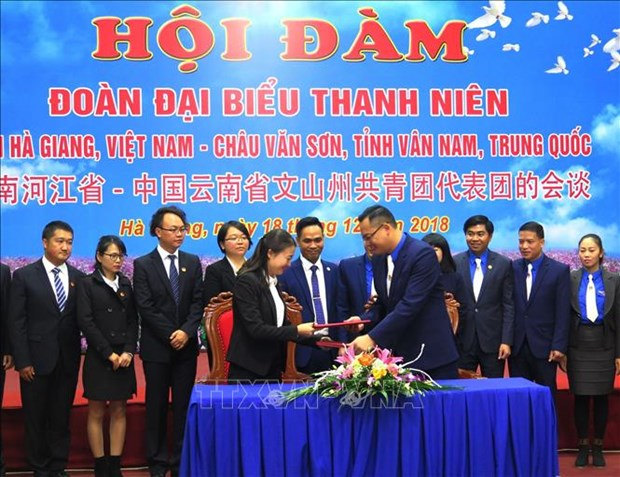 Youths of Ha Giang, China's Wenshan prefecture foster ties hinh anh 1
