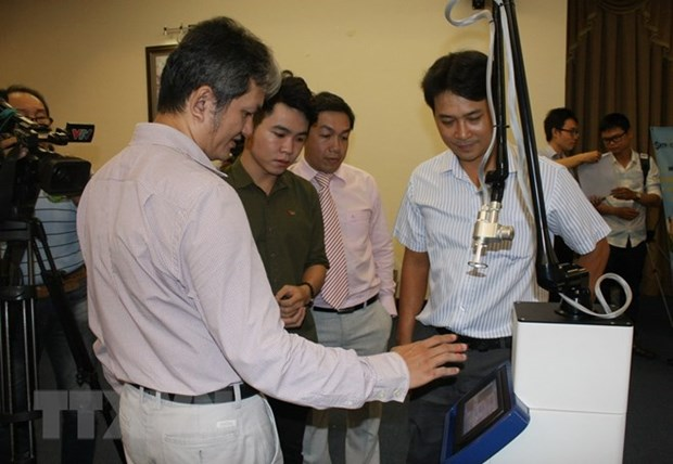 Vietnamese engineers make Fractional CO2 Laser surgical equipment hinh anh 1