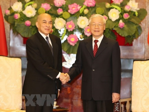 Top Vietnamese leader meets with Cambodian King hinh anh 1