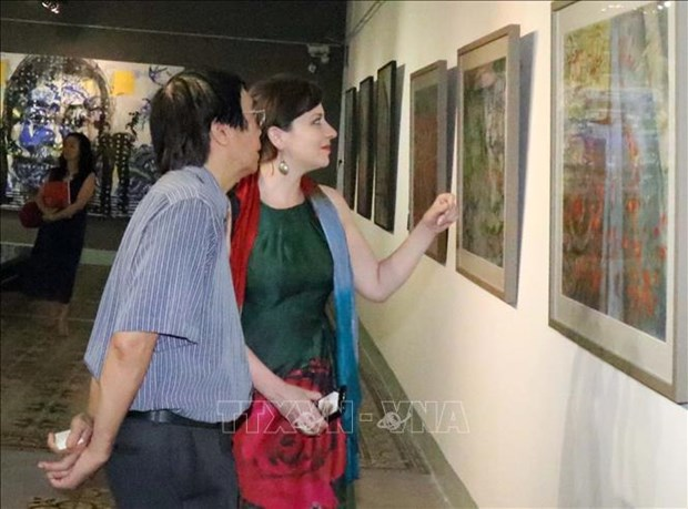 Vietnamese, Hungarian paintings on display in HCM City hinh anh 1