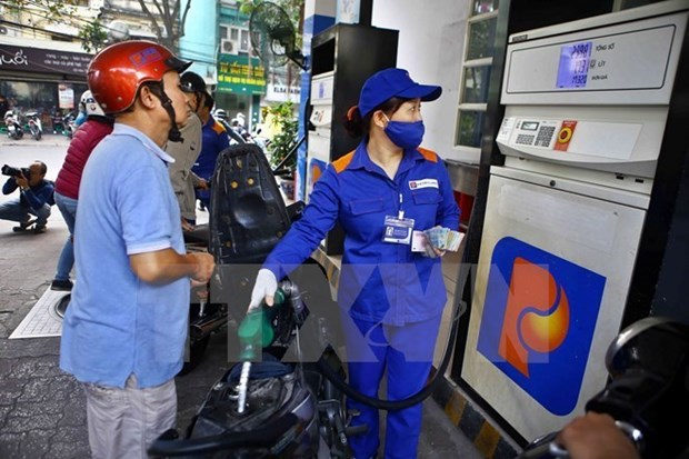 Domestic petrol prices continue to drop hinh anh 1