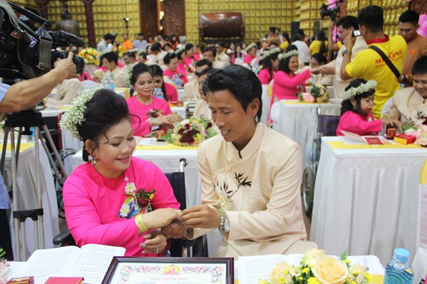 HCM City mass wedding realises dreams of couples with disabilities hinh anh 1