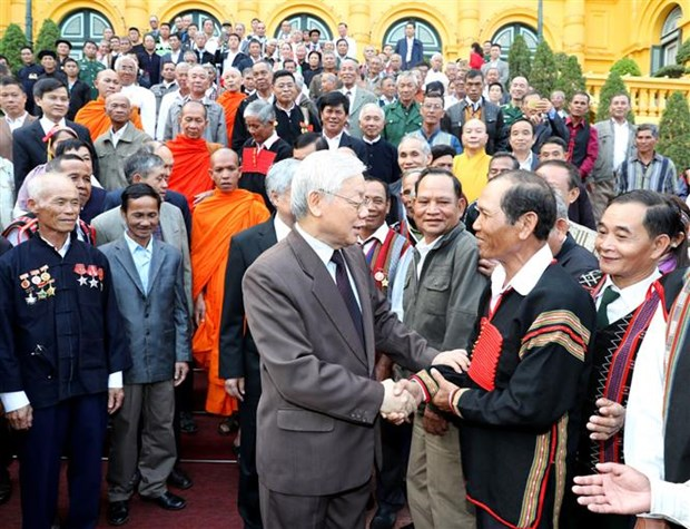 Party, State leader receives outstanding ethnic minority figures hinh anh 1