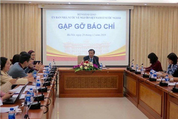 Vietnam to be among top remittance receivers in 2018 hinh anh 1