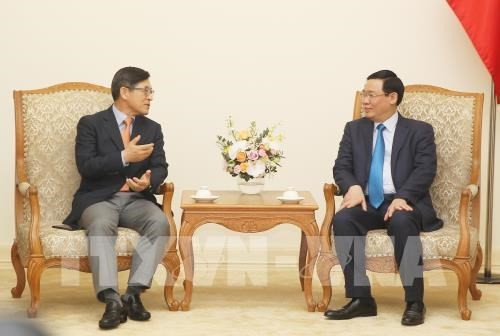 Vietnam ensures optimal conditions for Samsung's operations: Deputy PM hinh anh 1