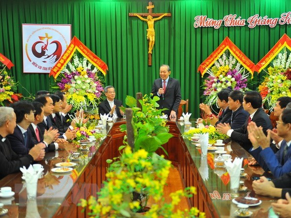 Officials extend X'mas greetings to Catholics in Ninh Binh, Nam Dinh hinh anh 1