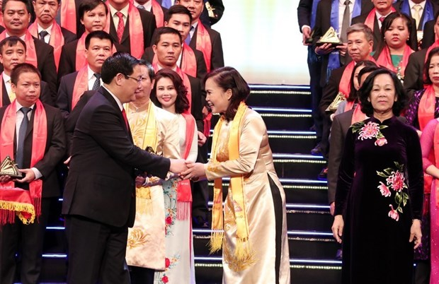 Best Vietnamese firms honoured with Gold Star Award hinh anh 1
