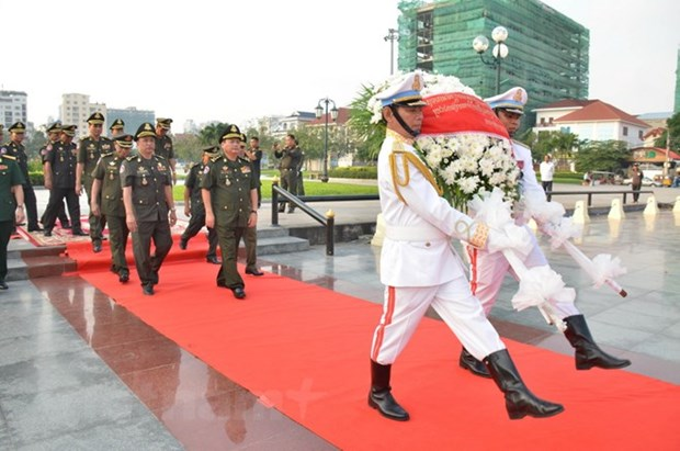 Vietnam's volunteer soldiers commemorated in Cambodia hinh anh 1