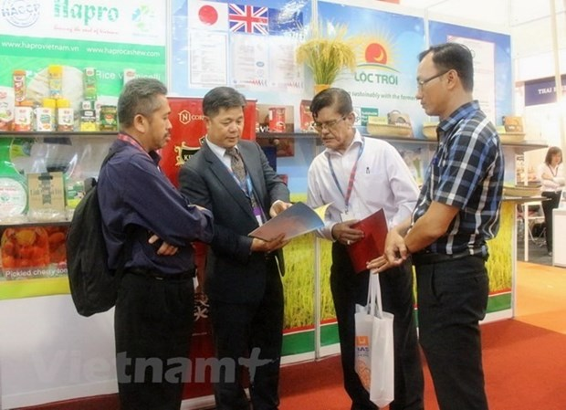 Firms urged to tap Muslim markets with Halal products hinh anh 1