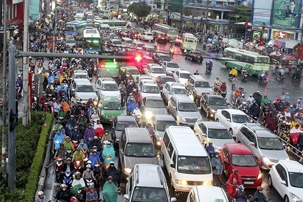 HCM City puts forth solutions to traffic jam in 2019 hinh anh 1