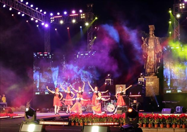 Hanoi rings in 2019 with New Year's festivities hinh anh 1