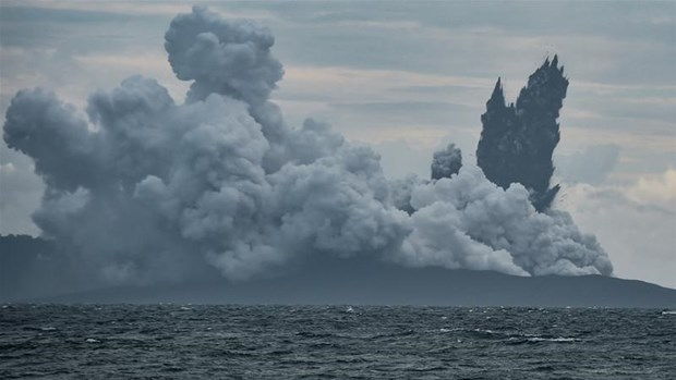Indonesian volcano Anak Krakatau loses two-thirds of height hinh anh 1