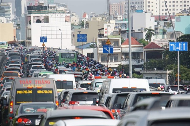 HCM City steps up patrols to reduce traffic congestions hinh anh 1