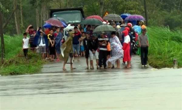 Four killed during torrential rains in central provinces hinh anh 1