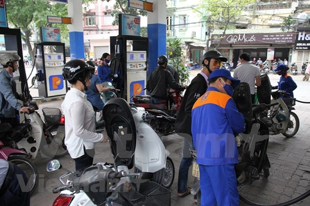 Petrol prices continue to drop hinh anh 1