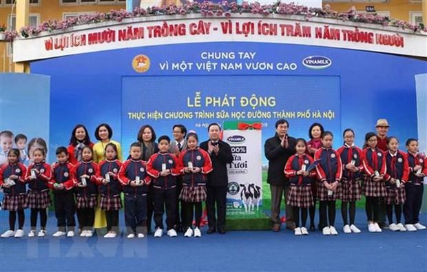 Hanoi launches school milk programme hinh anh 1