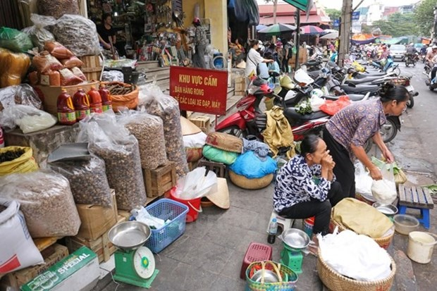 Plan to tax business households causes controversy hinh anh 1