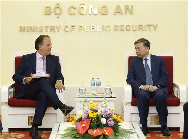 Minister hopes for more UK support in crime prevention hinh anh 1