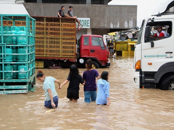 Death toll from storm, landslides in Philippines surges to 122 hinh anh 1