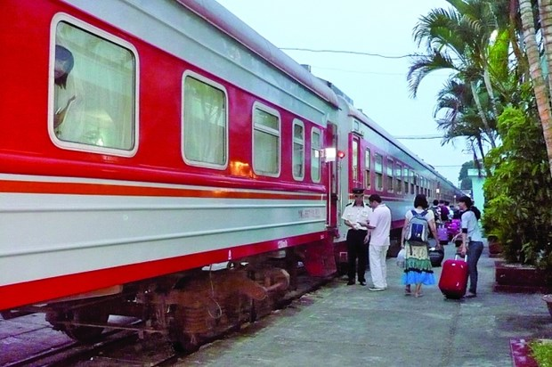 Passengers on Hanoi-Nanning int'l train sharply increase hinh anh 1