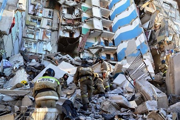 Sympathies sent to Russia on heavy losses in building collapse hinh anh 1